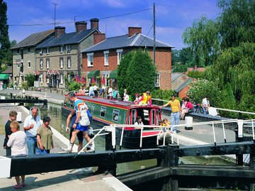 A busy lock on the canal